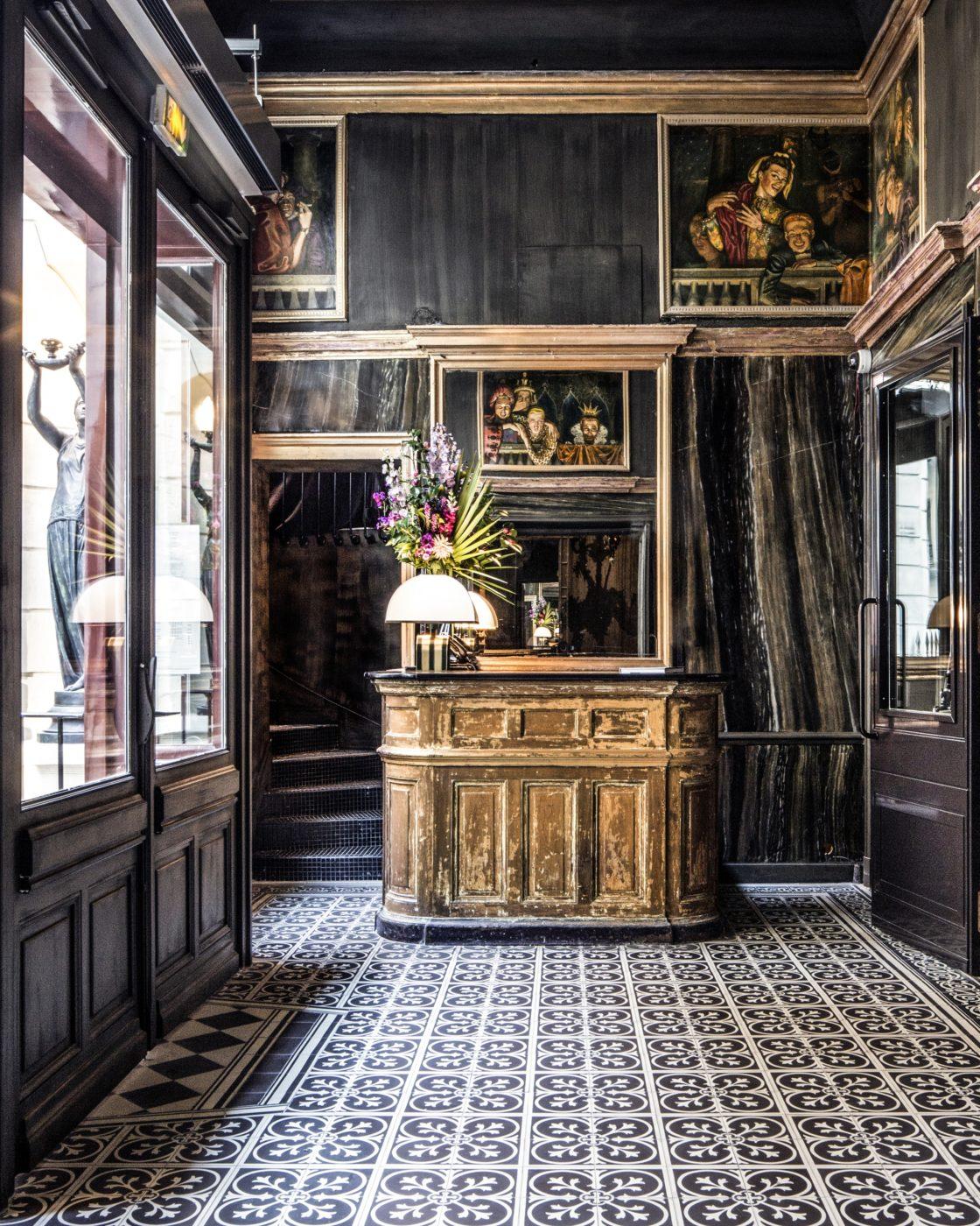 lobby les bains paris