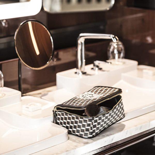 trousse de toilette les bains paris